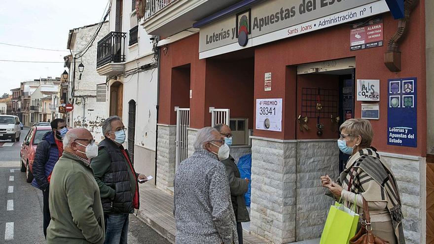 Los 6,2 millones repartidos en Navidad triplican las ventas de lotería en Faura