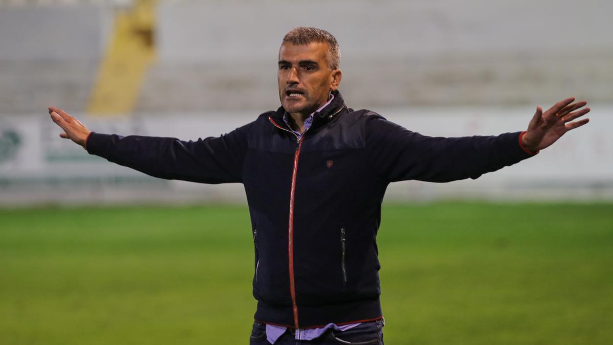 Vicente Parras, técnico del Alcoyano
