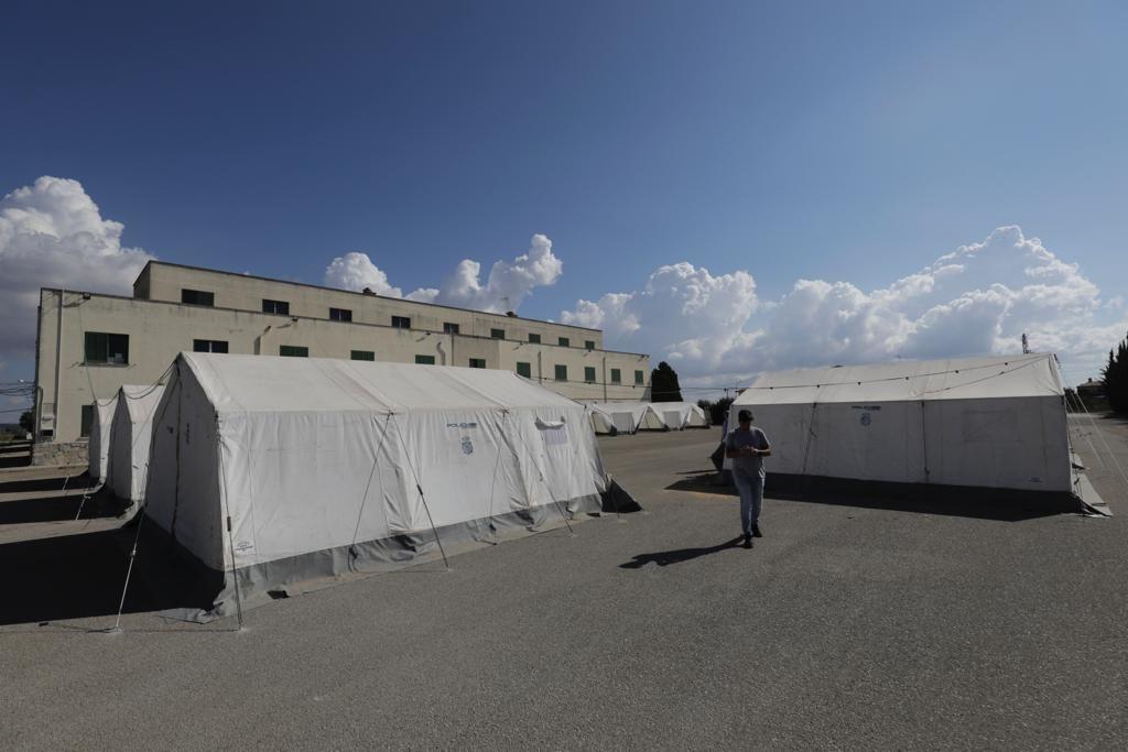 Regierung richtet Feldlager für irreguläre Migranten auf Mallorca ein