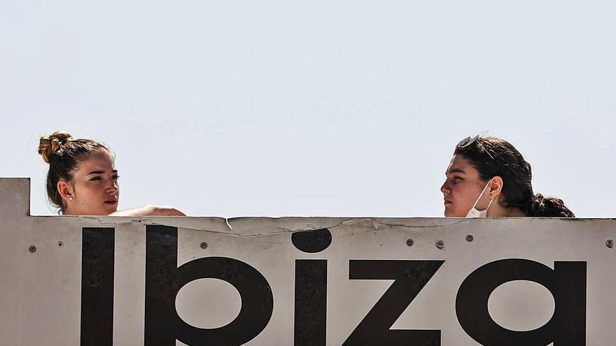 Más de 30.000 sanitarios europeos se han inscrito para optar a vacaciones gratis en Ibiza