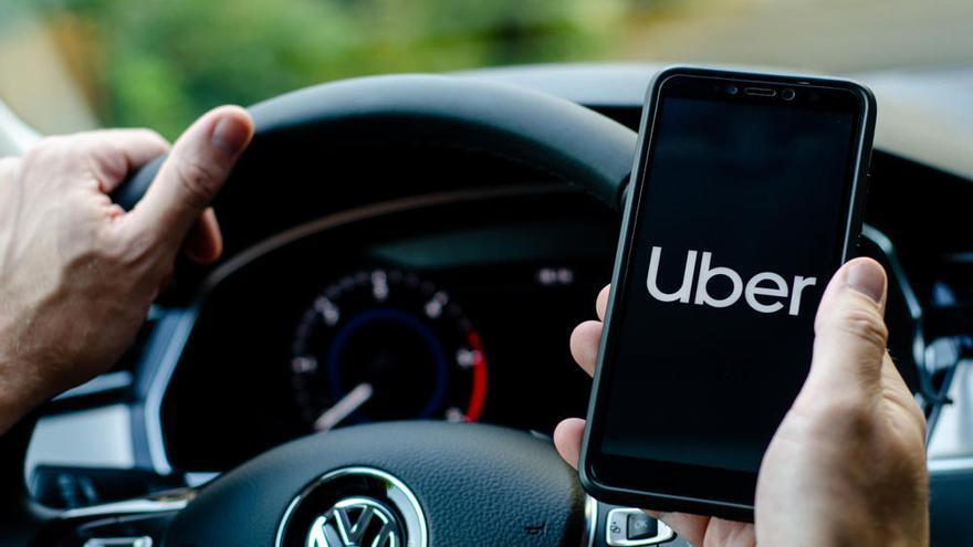 Uber amenaza con irse de California si le obligan a contratar a sus conductores