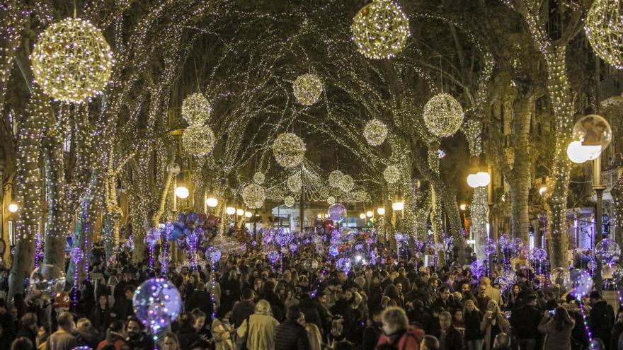 Espectáculos de circo y efectos visuales para el encendido de las luces navideñas en Palma