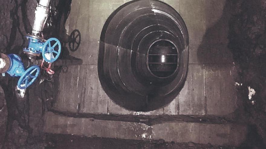 Soler denuncia grandes pérdidas de caudal en el túnel del trasvase