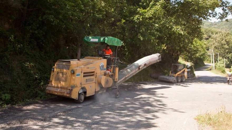 El reasfaltado de la carretera de Tarna entra en su recta final