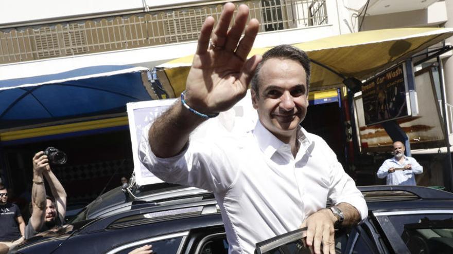 Los sondeos a pie de urna dan la victoria a los conservadores en Grecia