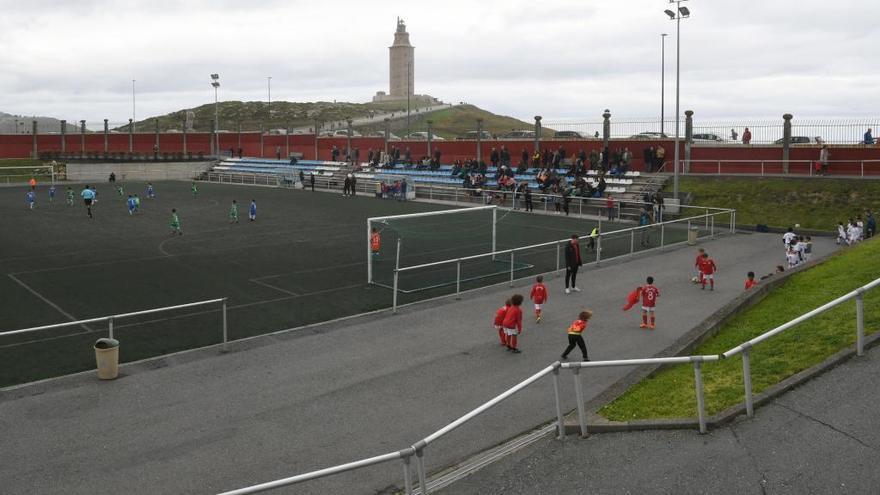 Los partidos de fútbol base de este sábado, suspendidos por el temporal en A Coruña