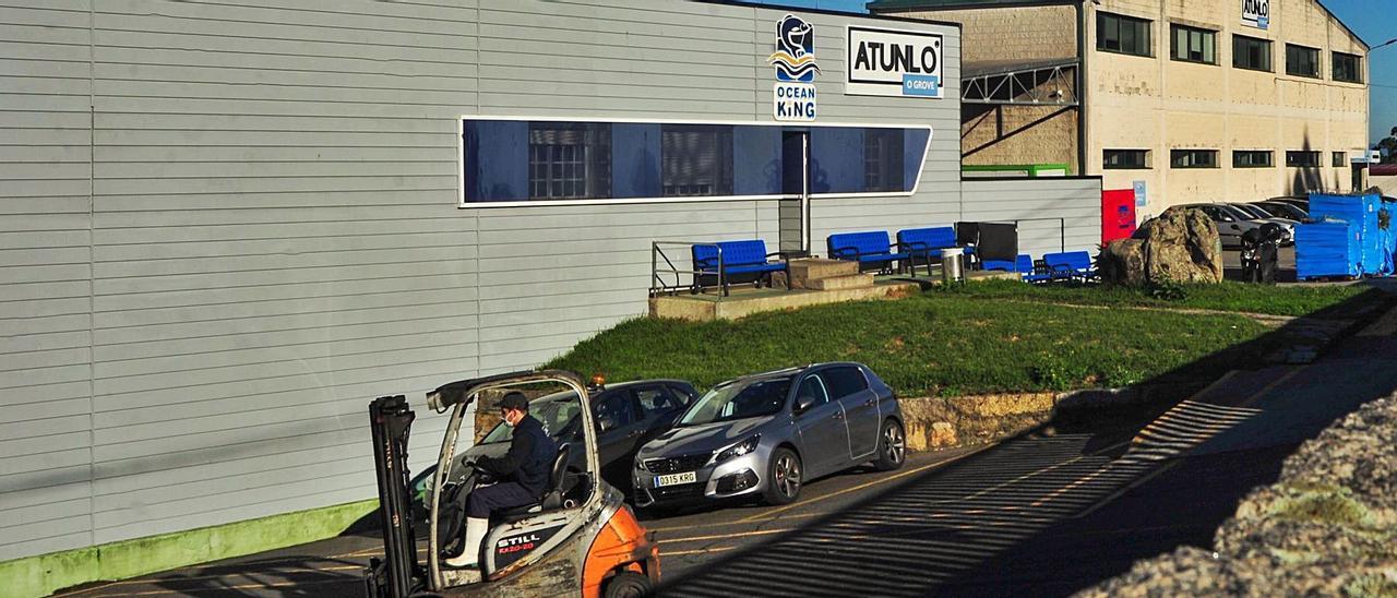 Exterior de las instalaciones de Atunlo en O Grove, ayer. |   // IÑAKI ABELLA