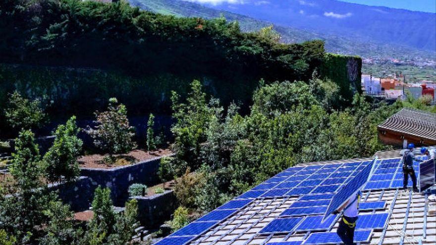 Más de 345.000 edificaciones de Canarias pueden instalar paneles solares
