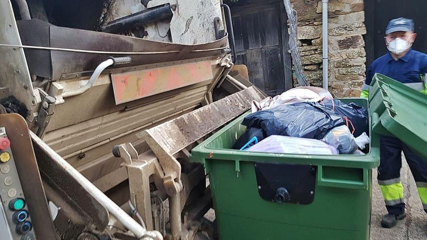Denuncian en Tábara vertidos ilegales de ceniza y brasas en contenedores de basura