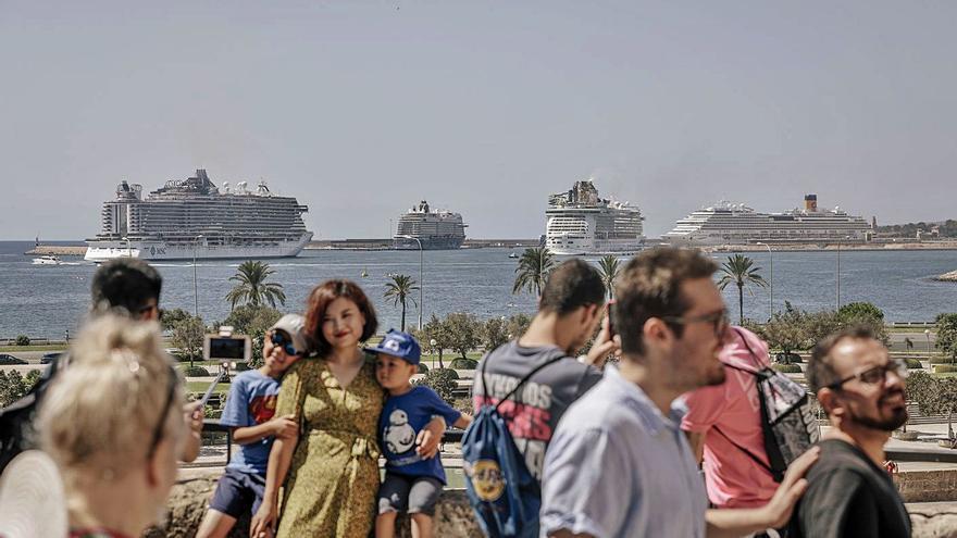 Los empresarios reclaman a Antich que reabra el puerto a los cruceros