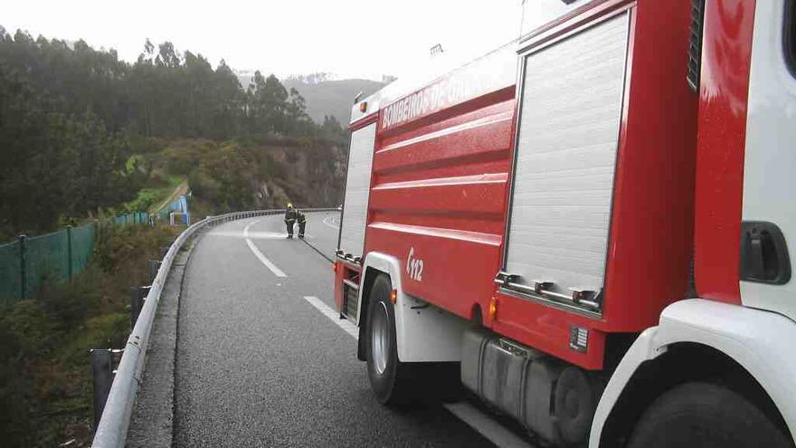 Una conductora, excarcelada tras volcar su vehículo en Zas