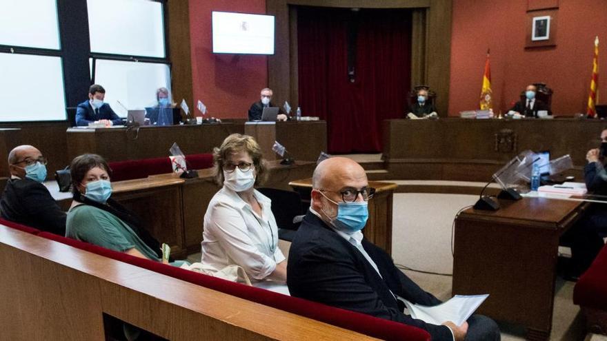 """El fiscal acusa a la Mesa del Parlament de desobediencia """"al extremo"""" para romper la ley"""