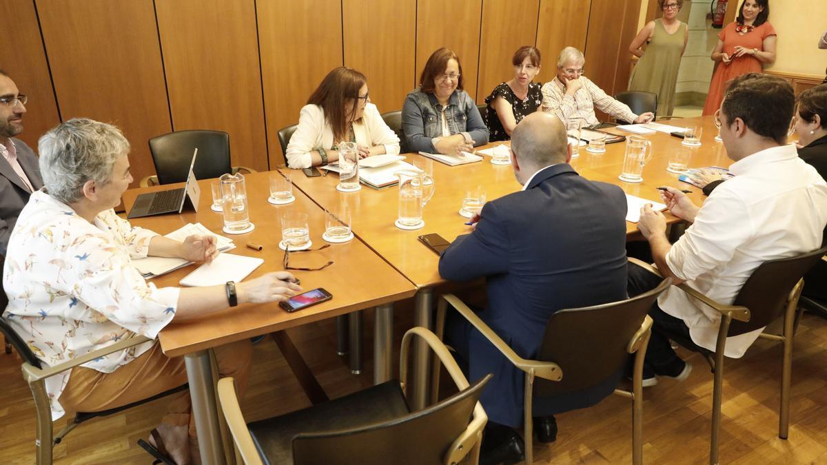 Reunión del gobierno local, al principio del mandato.