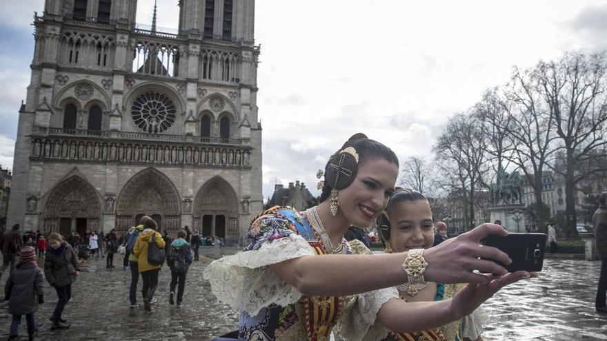 El relato: cuando el sol salió para Alicia y Sofía en la catedral de Notre Dame