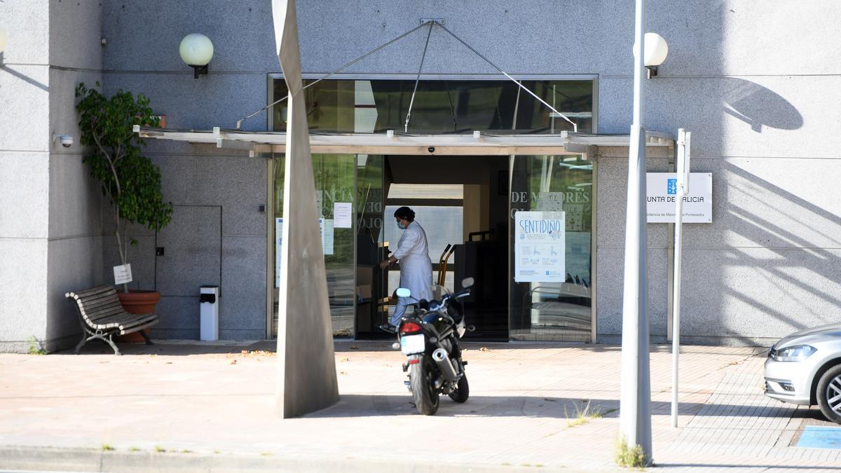 Puerta principal de la residencia de la tercera edad de Campolongo.
