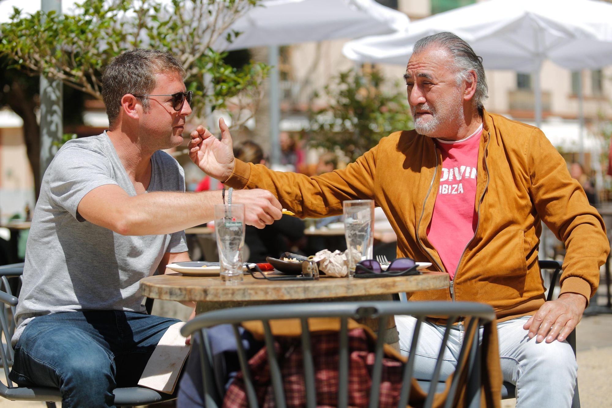 El doble de Robert de Niro, de terraceo en Ibiza