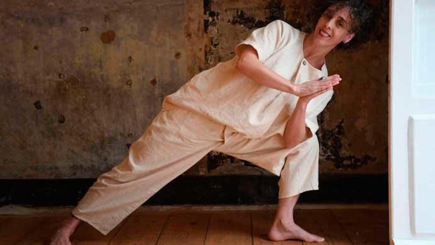 De las favelas hasta A Coruña con el yoga como terapia