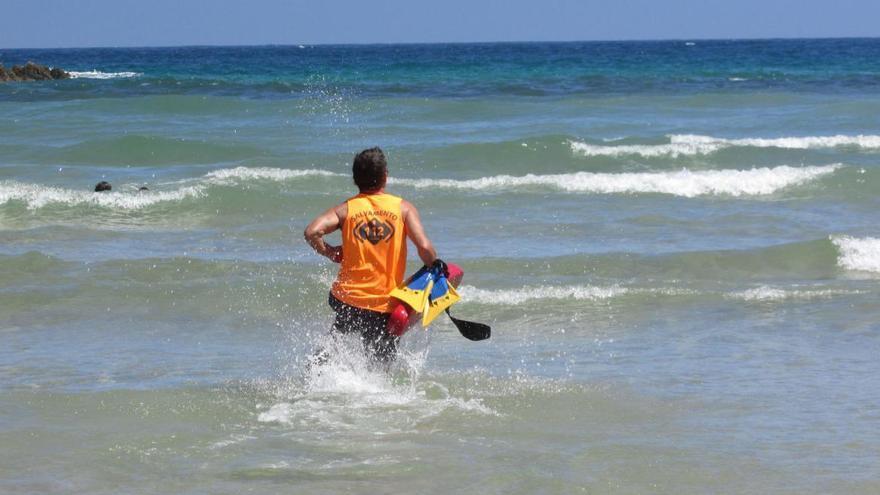 Muere un vecino de San Sebastián de 73 años mientras nadaba en la playa de La Franca