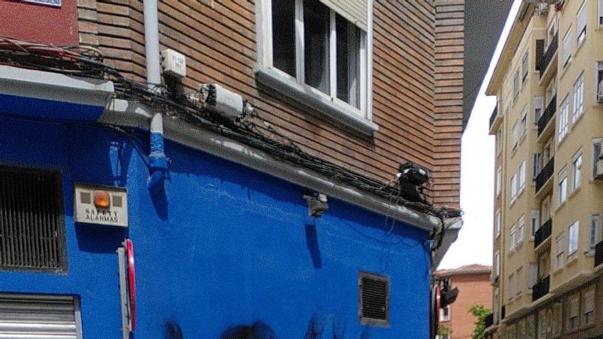 Vuelve el vandalismo a la zona del Rollo de Zaragoza tras levantarse el toque de queda