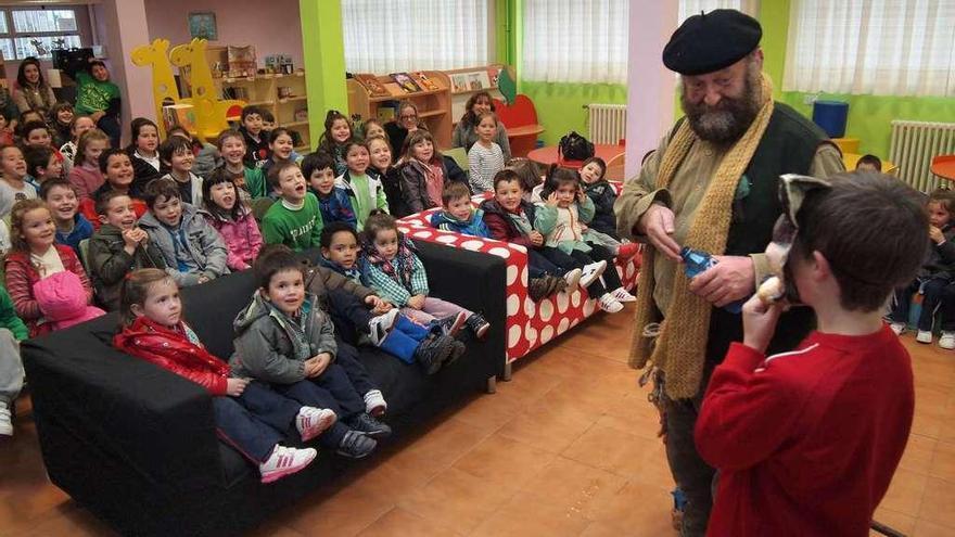 """Anxo Moure: """"O Apalpador pode convivir sen ningún tipo de problema con Papá Noel"""""""