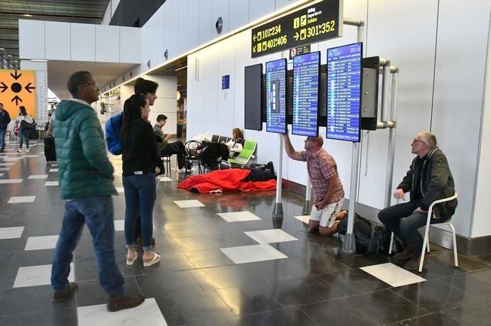 24/02/2020 TELDE. Ambiente en el aeropuerto de Gran Canaria, por el cierre temporal por la calima.  Fotógrafa: YAIZA SOCORRO.  | 24/02/2020 | Fotógrafo: Yaiza Socorro