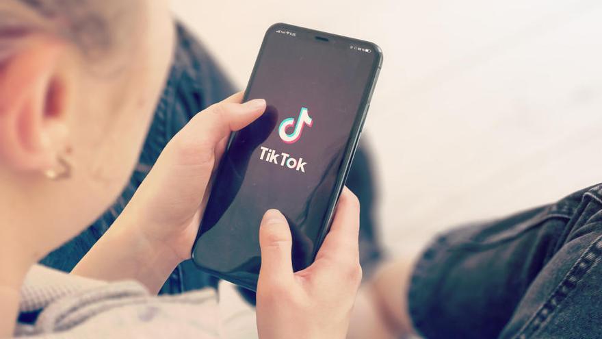 Las cuentas de TikTok de los menores de 13 a 15 años serán privadas por defecto