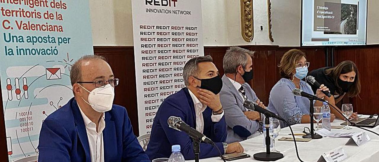 Diego Gómez junto a Jordi Juan, ayer en Alzira. | R.S.