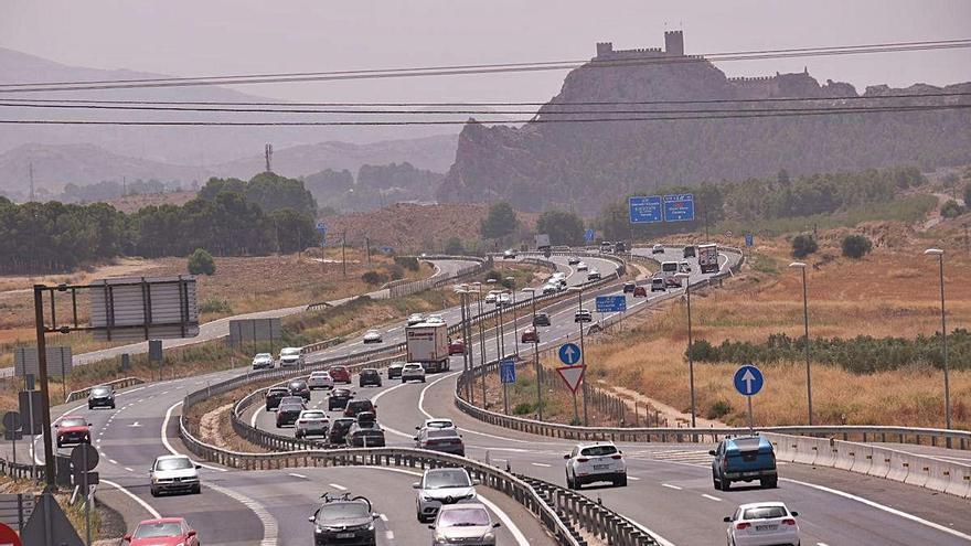El tráfico baja este verano solo un 13% en plena escalada de positivos