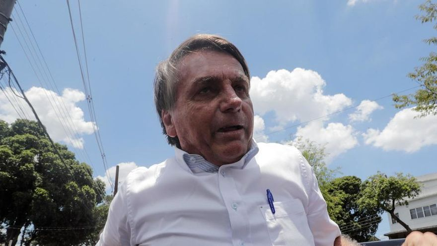 Bolsonaro avisa de que él se exime de los efectos secundarios de la vacuna