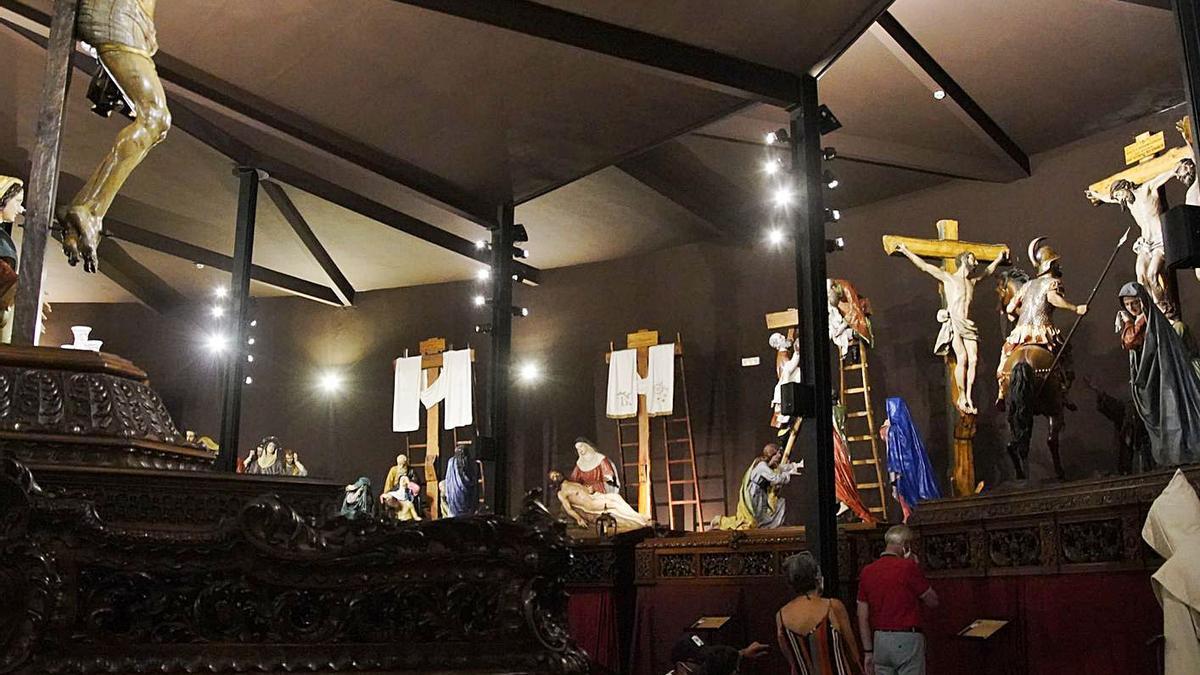 Visitantes en el Museo de Semana Santa en la capital zamorana. | José Luis Fernández