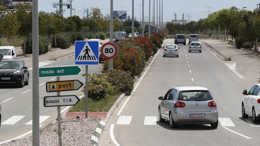 Castelló prosigue aún con el cambio de señalética del cambio de velocidad