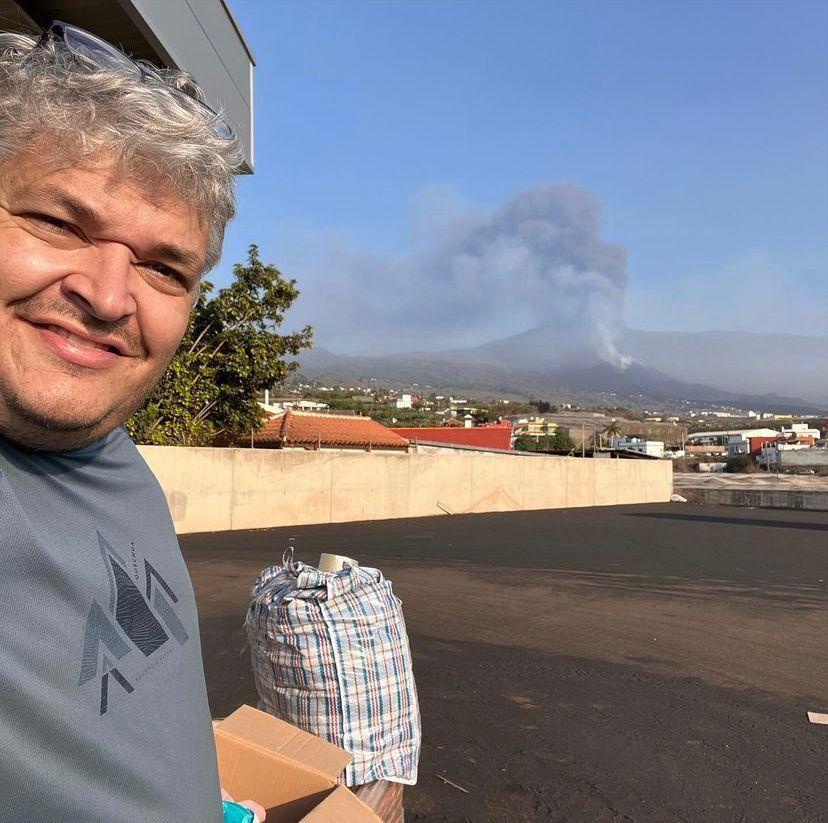 Este vecino de Xilxes ha estado ayudando en La Palma sobre todo en almacenes.