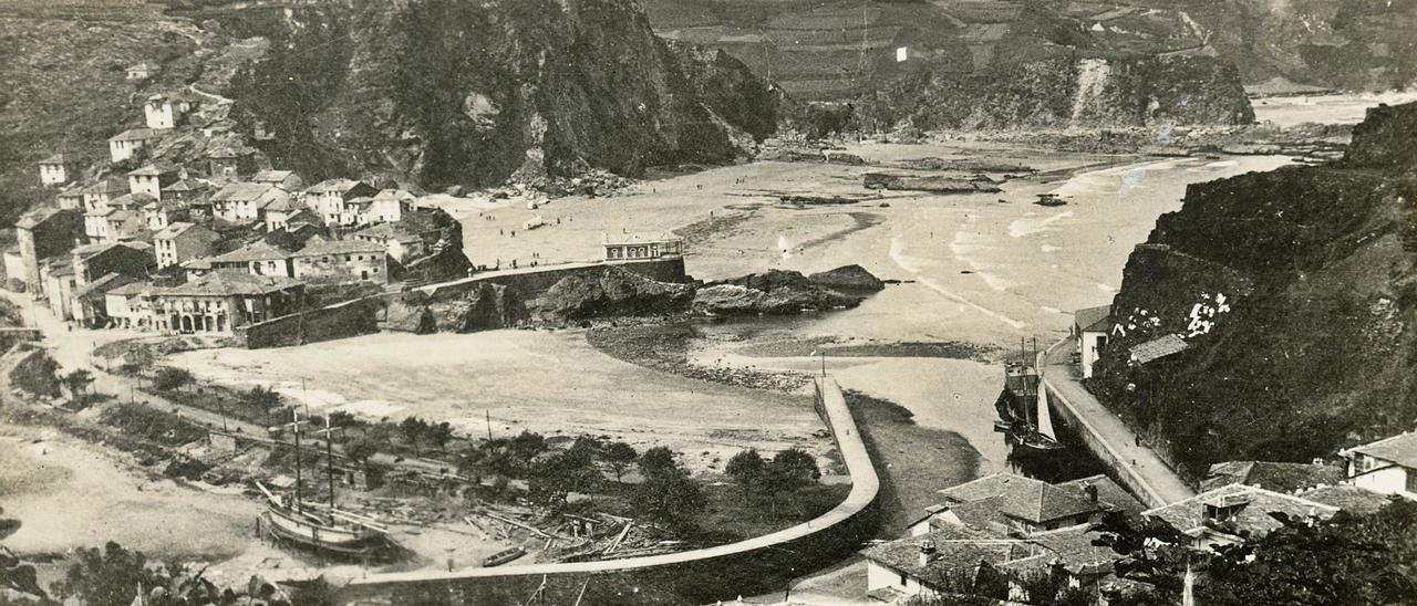 Vista de Luarca hacia el año 1890. |  MUSÉU DEL PUEBLU D'ASTURIES.