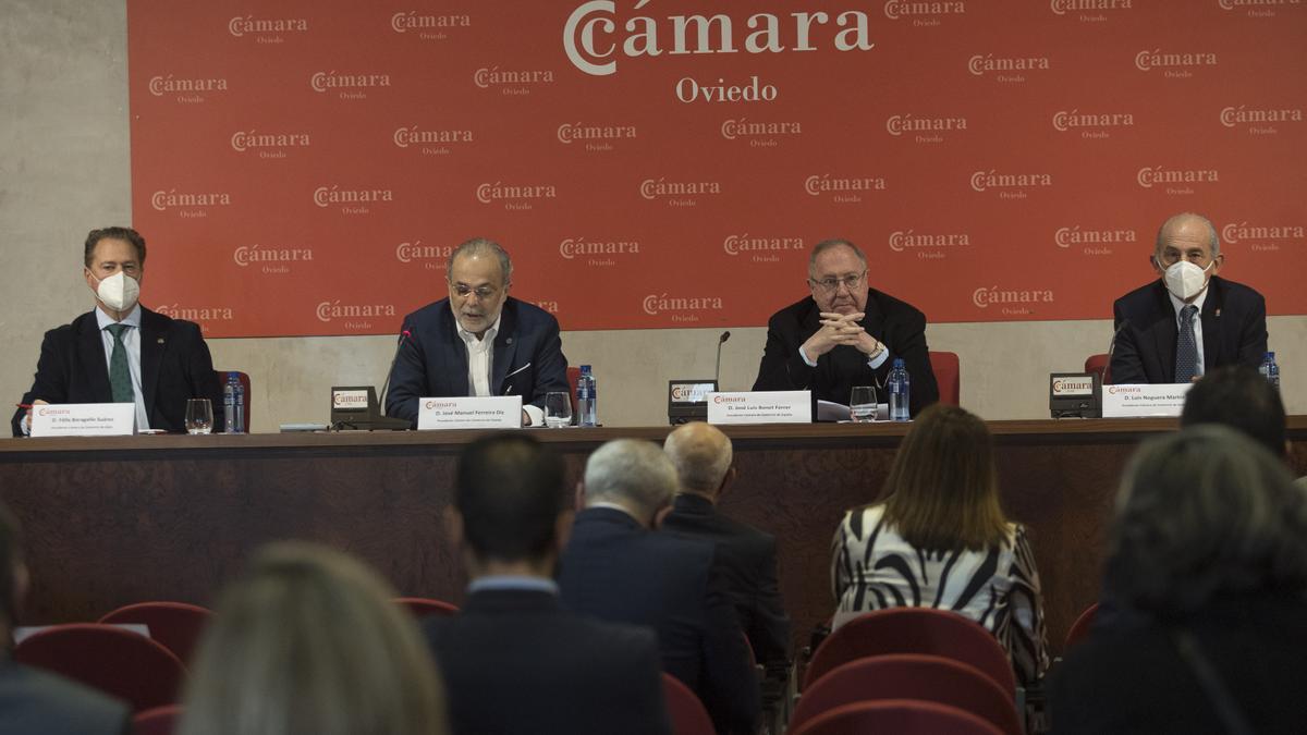 Félix Baragaño, José Manuel Ferreira, José Luis Bonet y Luis Noguera durante el consejo cameral.