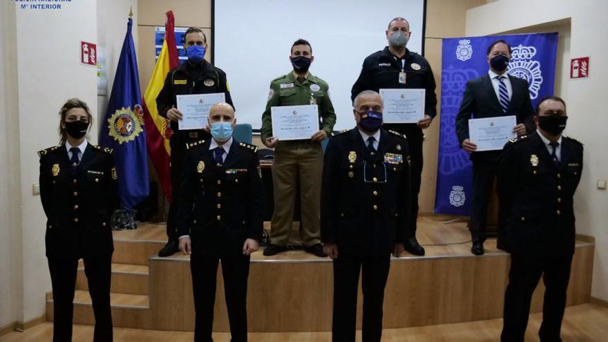 La Policía Nacional homenajea a cuatro vigilantes de seguridad por servicios distinguidos