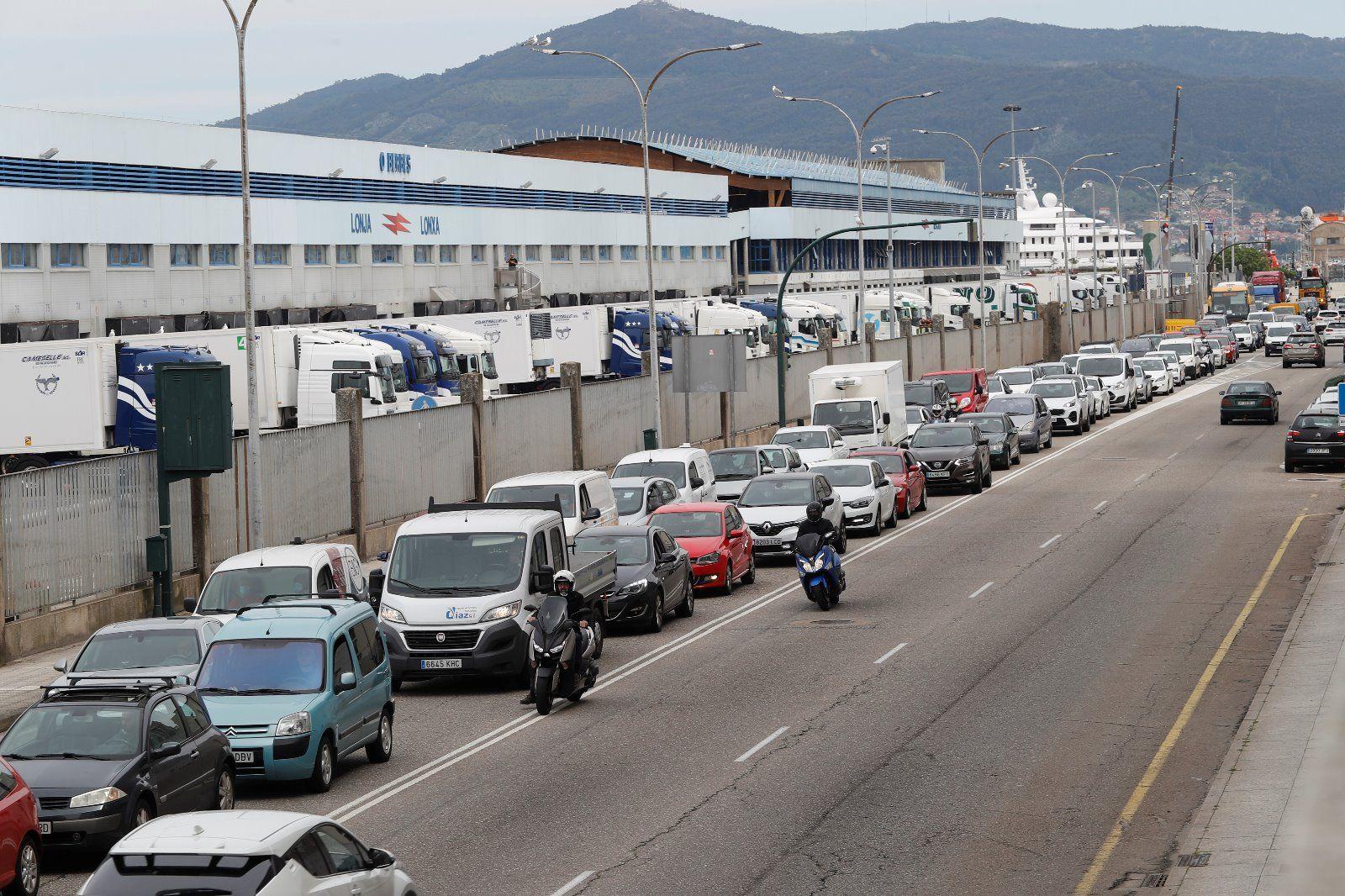 Atascos en Beiramar por las obras del nuevo carril bici