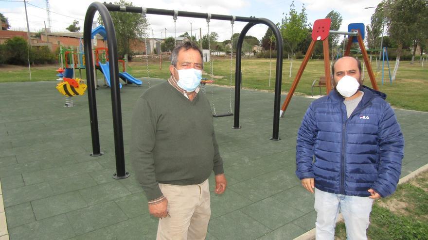 Arquillinos remodela el parque infantil y la zona de ocio