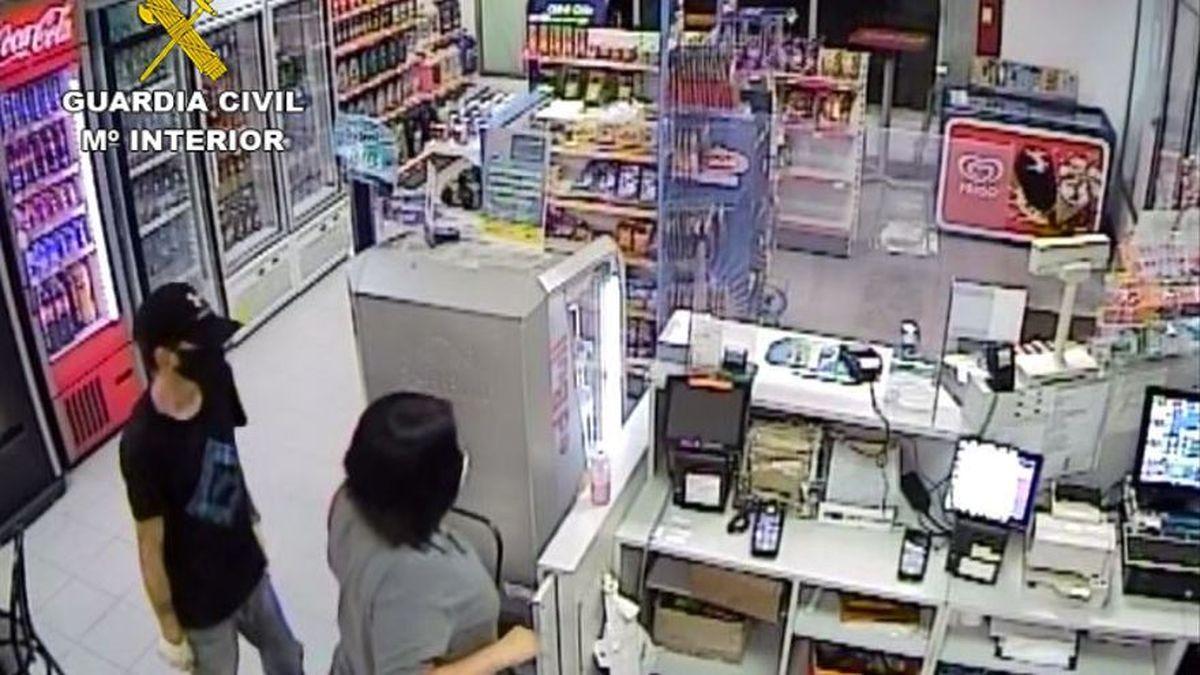 Captura del vídeo de uno de los atracos facilitada por la Guardia Civil.