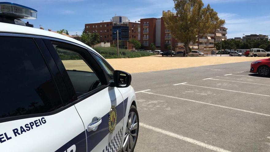 La Policía Local de San Vicente detiene a tres hombres cuando robaban en un bar