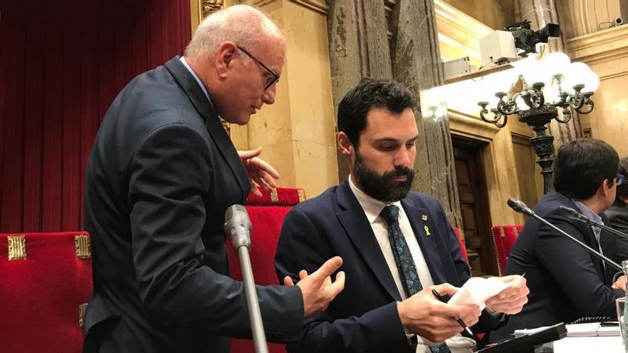 ERC blinda al secretario general del Parlament y deja solo a JxCat