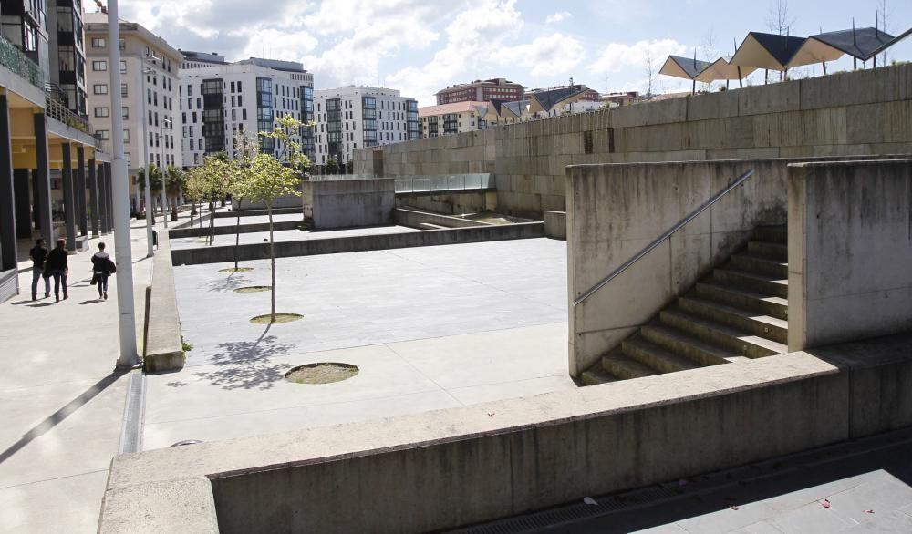 Muro del parque de Navia. La obra será de Iria Blanco.
