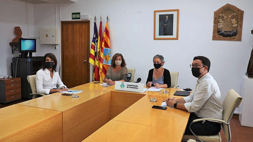 Formentera insiste ante el Govern en regular el tráfico marítimo entre las Pitiüses