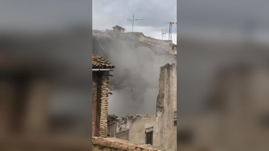"""Así se derrumbó la casa del """"Margallonero"""" en el casco antiguo de Xàtiva"""