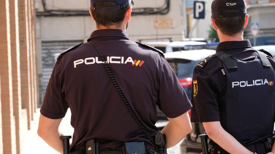 La Policía arresta a un hombre de 61 años en Elda por grabar a sus empleadas en el baño