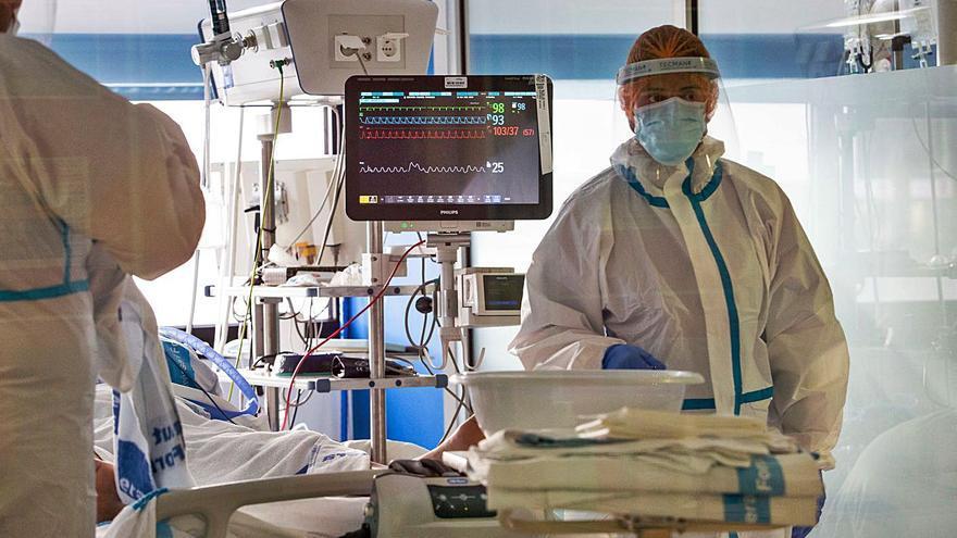 Los hospitalizados por covid en Ibiza descienden cerca de un 30% en un solo día