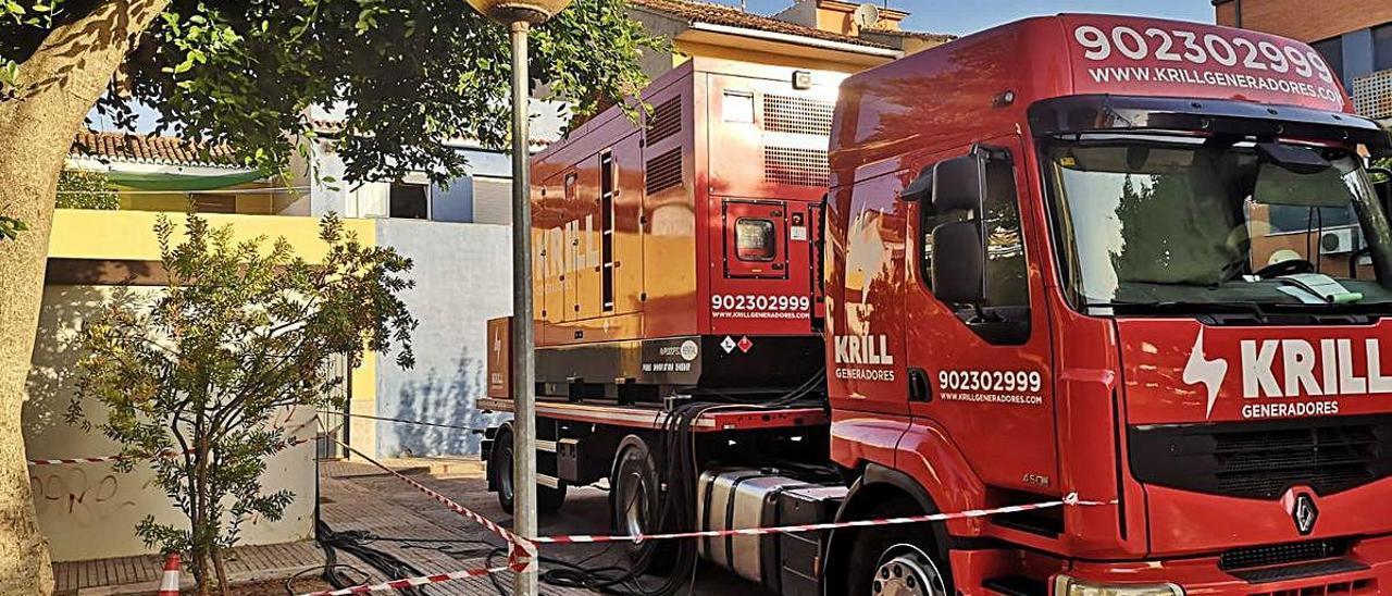 El camión desplazado con el grupo electrógeno.