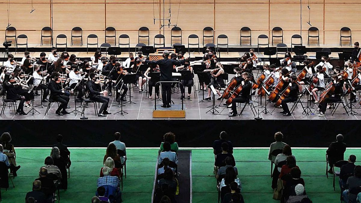 La orquesta infantil de la Sinfónica, en su concierto del viernes.   | // CARLOS PARDELLAS