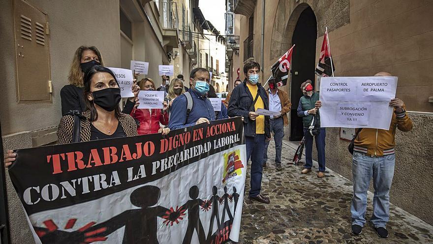 Protesta de los trabajadores del aeropuerto en Trabajo