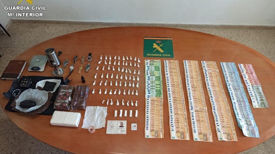 Detienen a una pareja en Xàbia por vender cocaína a negocios de hostelería