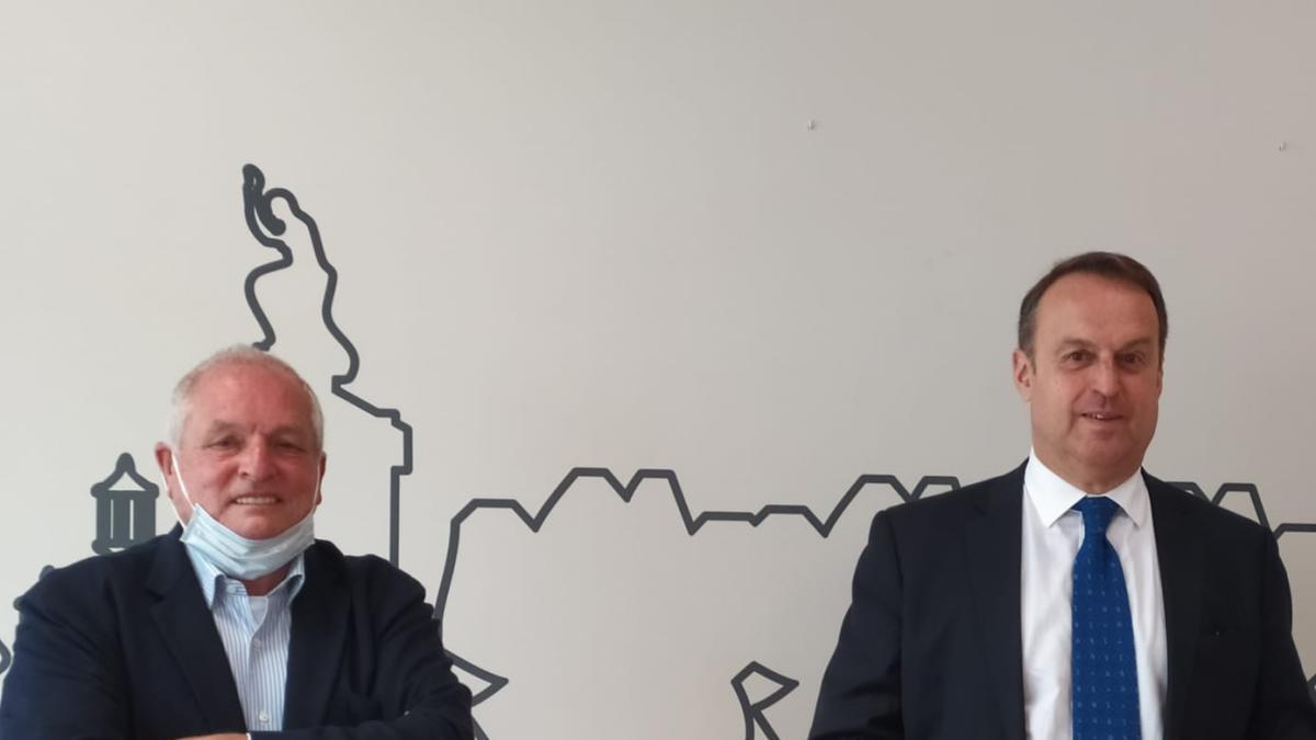 Josep Perxas ha passat el testimoni de la presidència del Cercle Euram a Manel Toro.